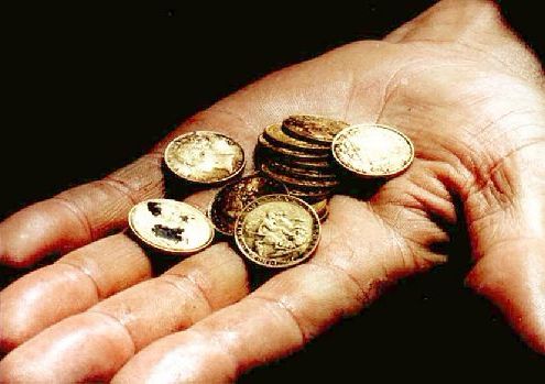 Hand_coins